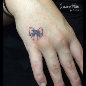 bow-tattoo-hand